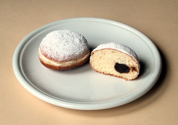 """Berliner-Pfannkuchen"" by User Rainer Zenz on de.wikipedia - Own work"